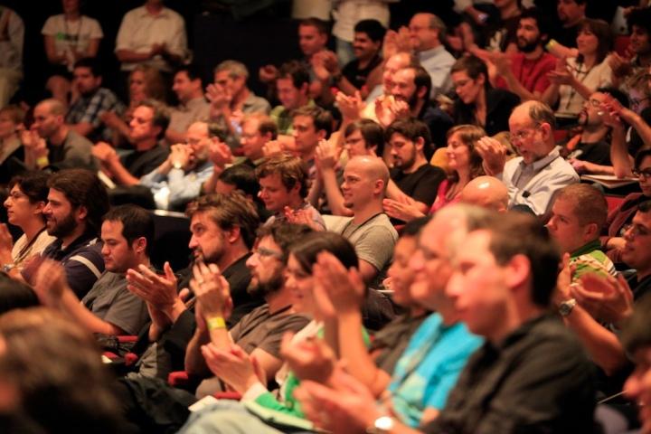 Should theatre criticsapplaud?